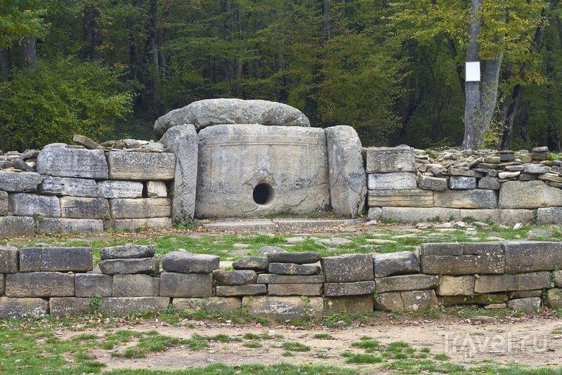 Древний дольмен рядом с Геленджиком
