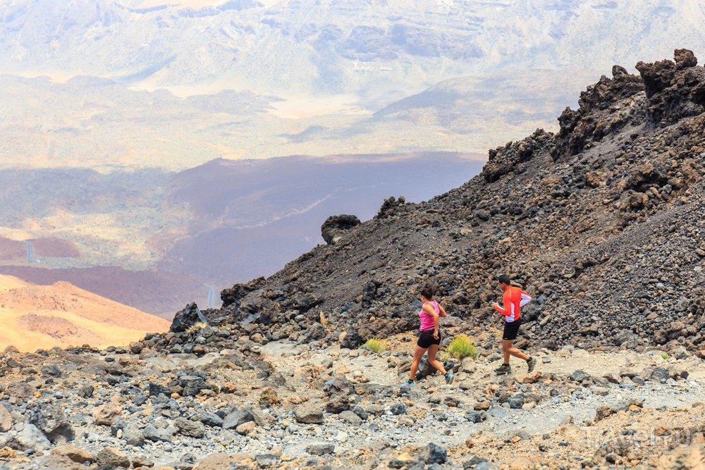 Туристы на склонах вулкана Тейде