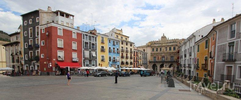 Смотреть на Куэнку в полный рост / Фото из Испании