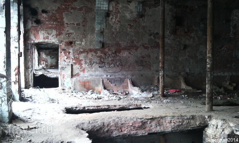 Заброшенные ниточные корпуса Морозовской мануфактуры и водонапорная башня / Россия