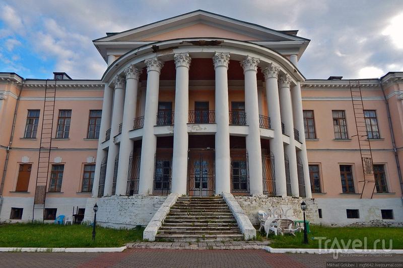 Дубровицы. Церковь Знамения и усадьба / Россия