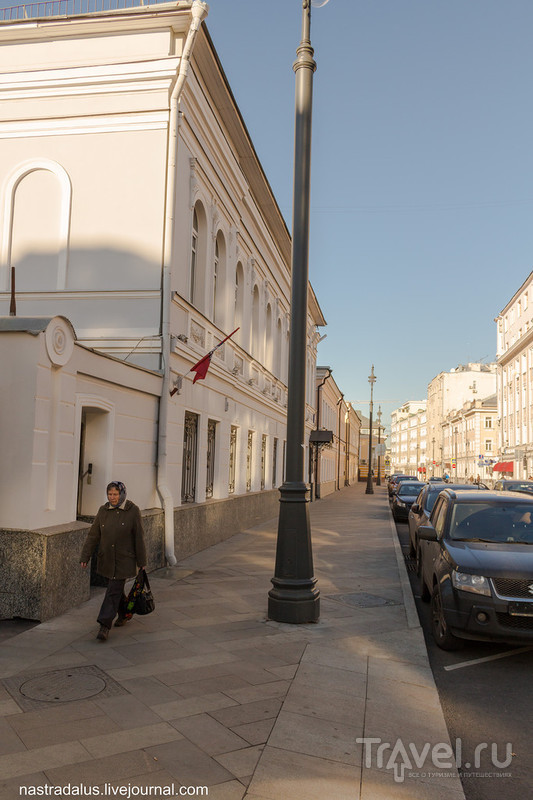 Прогулка по Большой Ордынке в сторону Софийской набережной / Россия