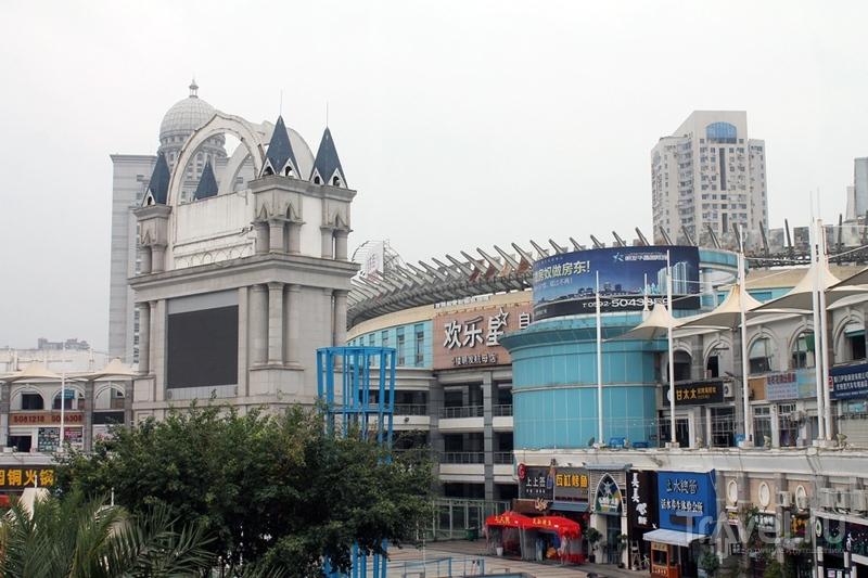 Китай: Сямэнь. Полузаброшенный торговый центр / Китай