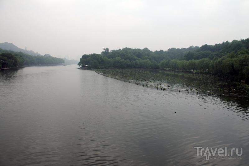 Китай: Ханчжоу. Озеро / Китай