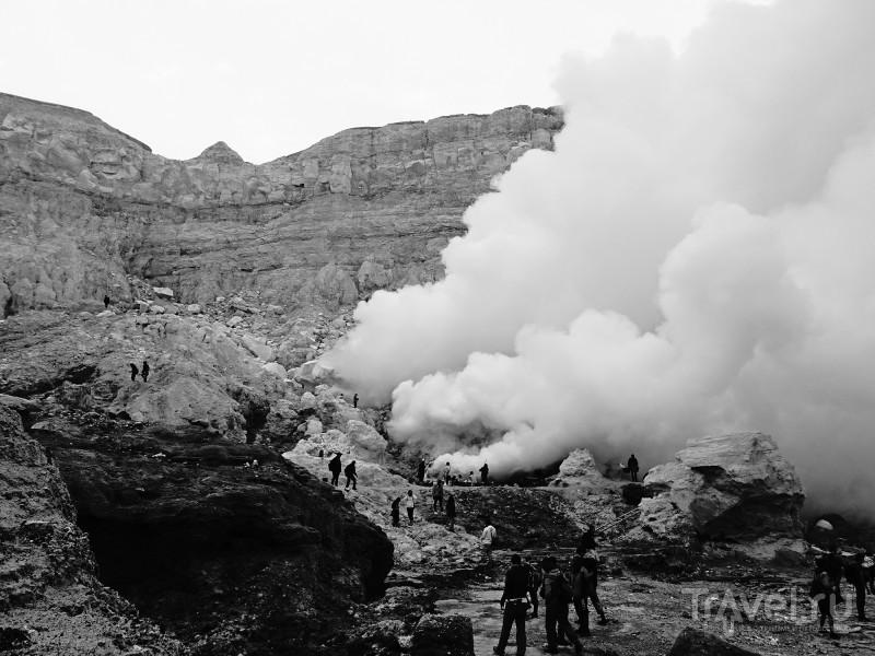 Подъем на действующий вулкан Иджен на острове Ява / Фото из Индонезии