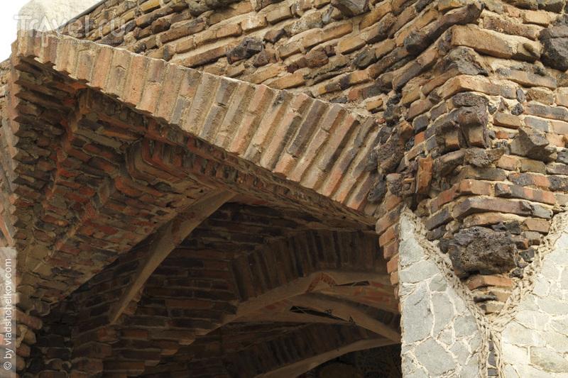 Cripta Gaudí в Колонии Гуэль / Испания