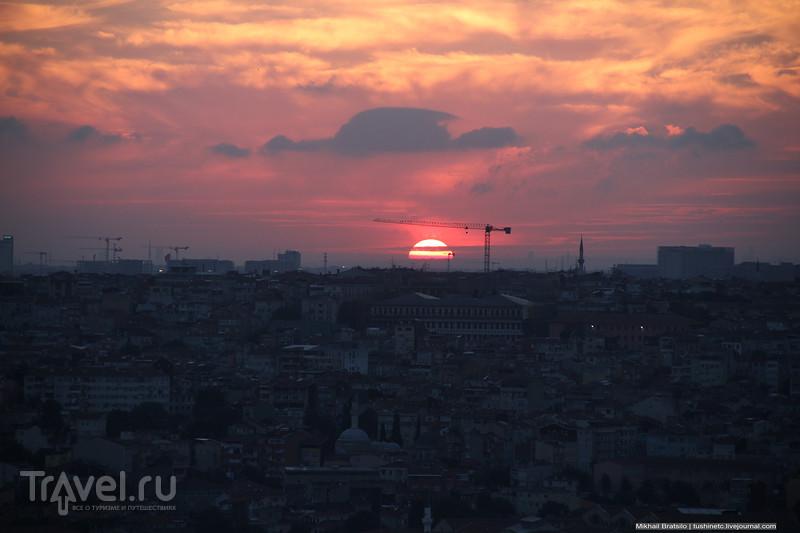 Вечерний Стамбул с Галатской башни / Турция