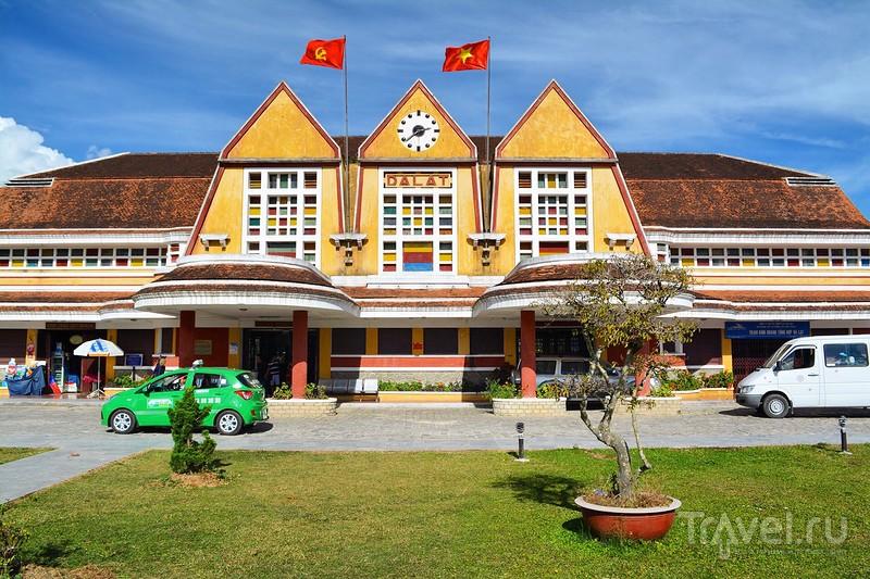 Вокзал во французском колониальном стиле / Вьетнам