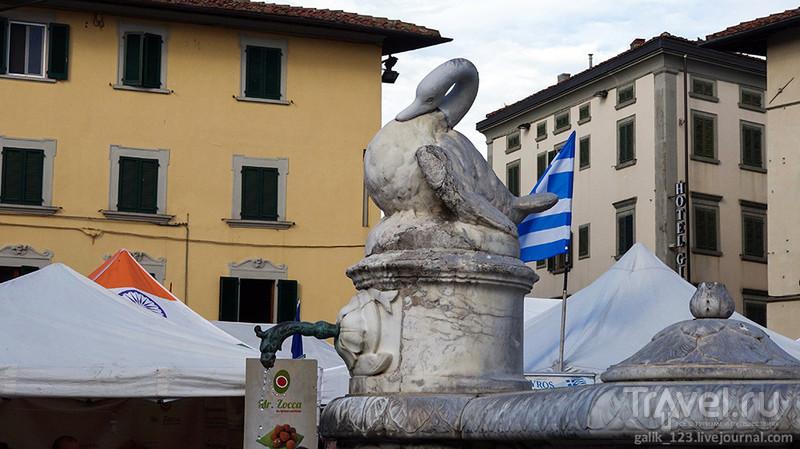 Прато в воскресный день / Италия