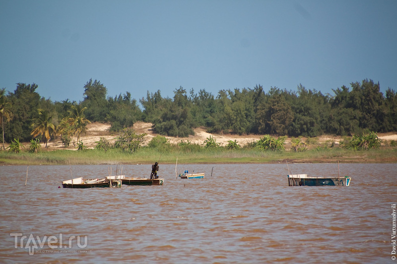 Розовое озеро Ретба и финишная точка ралли Париж-Дакар / Фото из Сенегала
