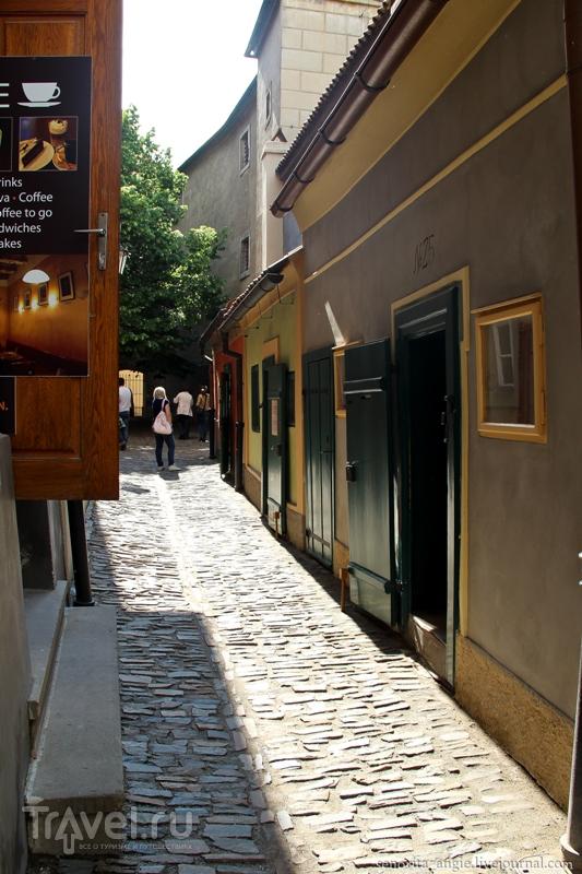 Большое внимание маленькой улочки Праги / Чехия