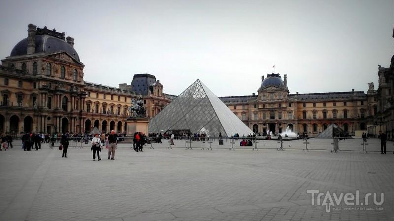 Париж. Квартал Тюильри и Лувр / Франция