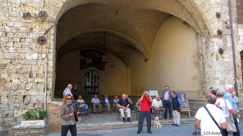 Соборная площадь Сан-Джиминьяно / Италия