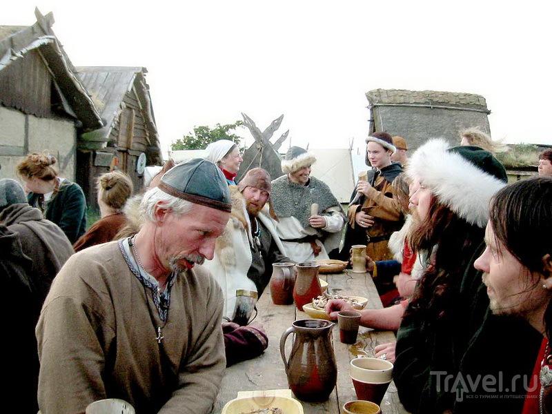 Угощение в деревне викингов