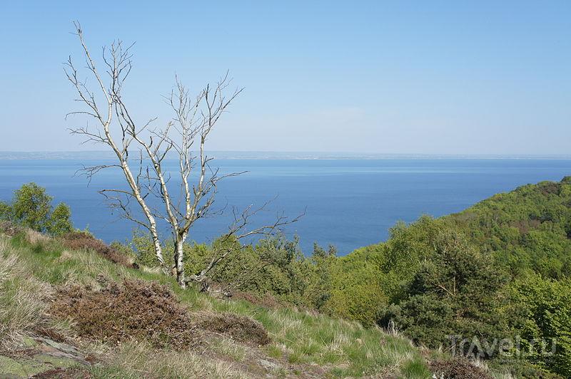 Вид с горы Хокуль (Håkull) заповедника Куллаберг. У линии горизонта - слияние Северного и Балтийского морей