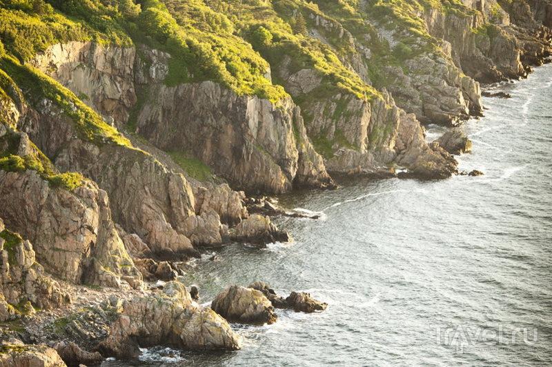 Пещеры, расположенные вдоль берега моря