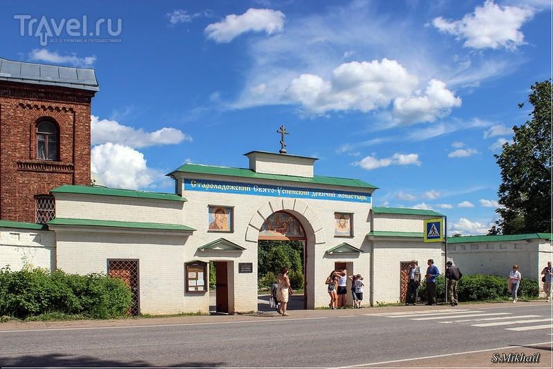 Свято-Успенский девичий монастырь в Старой Ладоге / Фото из России