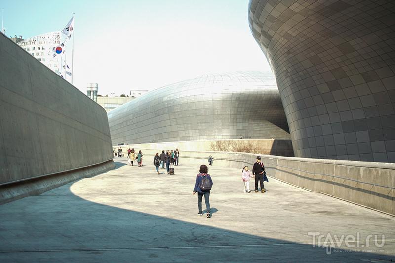 DDP - Дню Космонавтики и Захе Хахид посвящается! / Южная Корея