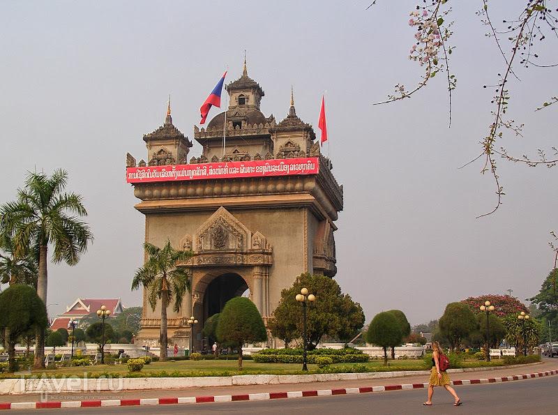Лаос. Вьентьян. Триумфальная арка / Лаос