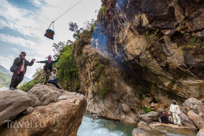 Неизвестные Гималаи. В поисках охотников за медом диких пчёл. Неправильная деревня / Фото из Непала