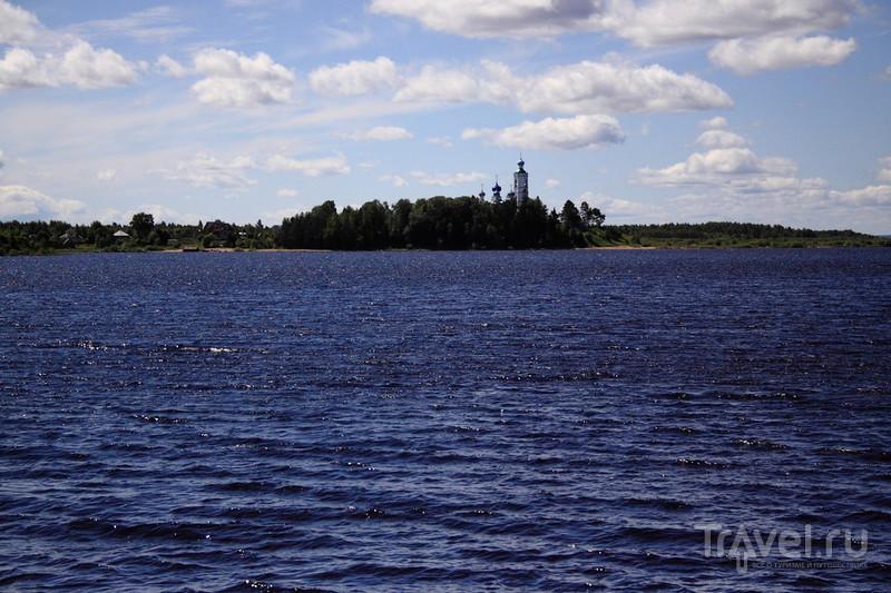 Вологодская область. Село Устье и остров Каменный / Россия