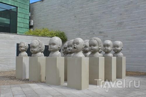 А у нас во дворе (музей KUMU, Tallinn) / Эстония