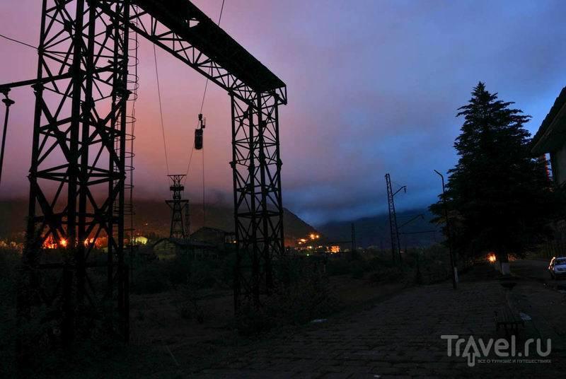 Остатки канатной дороги в Ткуарчале / Россия