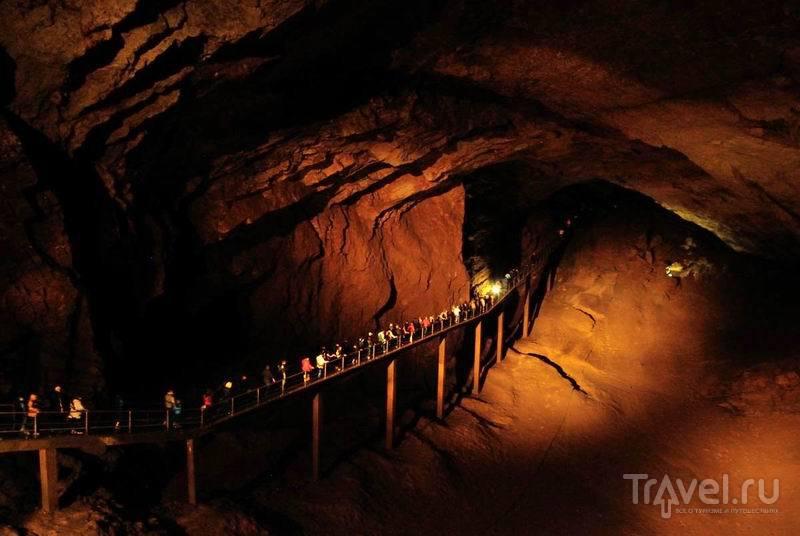 Внутри Новоафонских пещер / Россия