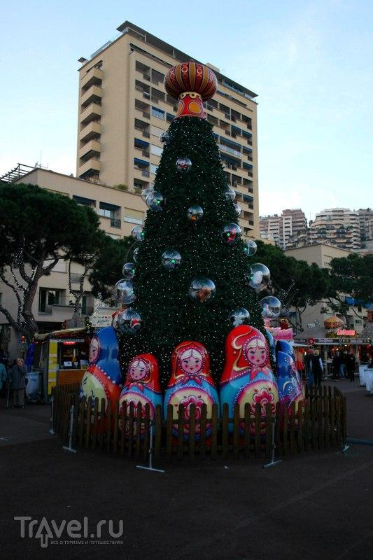 К набережной, где была рождественская ярмарка / Монако