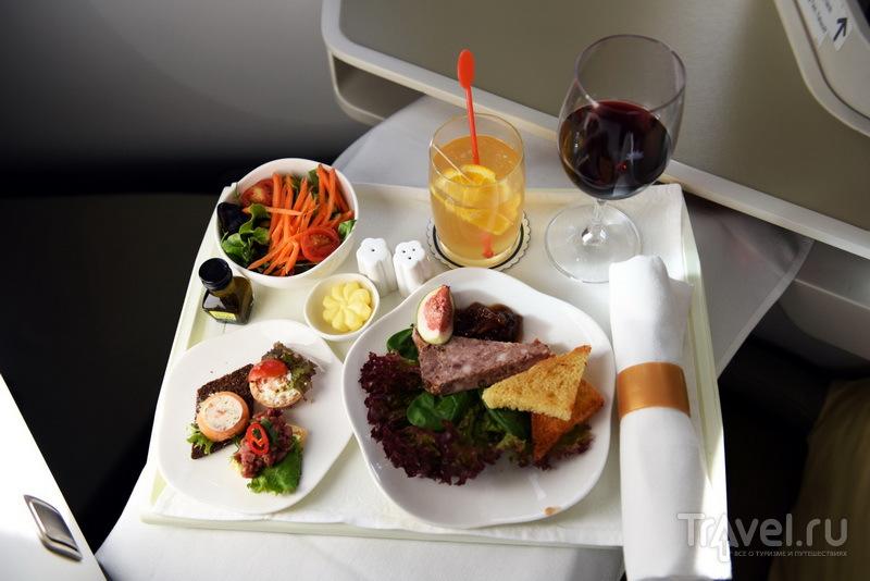 Один из вариантов обеда, предлагаемого на борту рейса Москва-Ханой