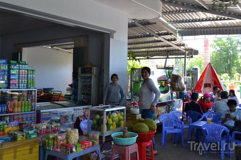 Магазин и кафе по пути в Муйне