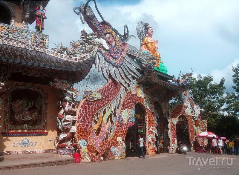 Статуя Будды и дракона, пагода Линь Фуок