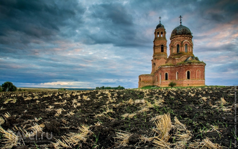 Таинственная церковь мёртвого села Еделево / Фото из России