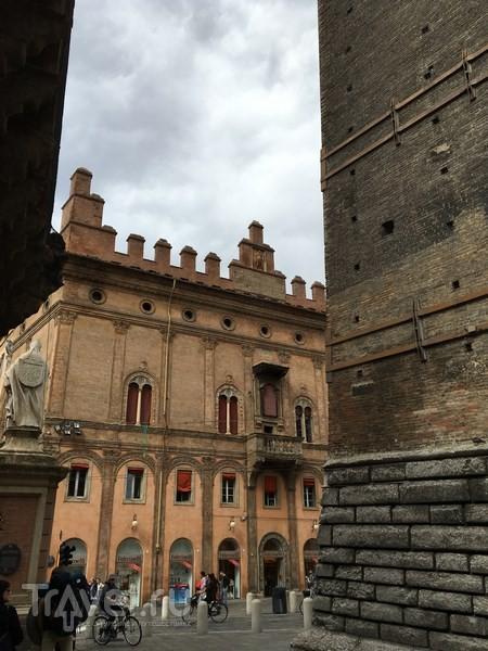 Болонья. Улицы, галереи, дворцы / Италия