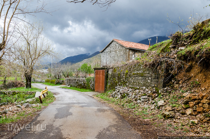 Старая дорога с видом на Албанию / Фото из Черногории