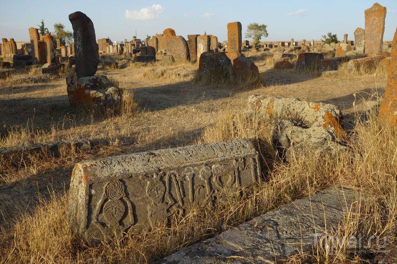 Средневековое кладбище на берегу озера Севан / Фото из Армении
