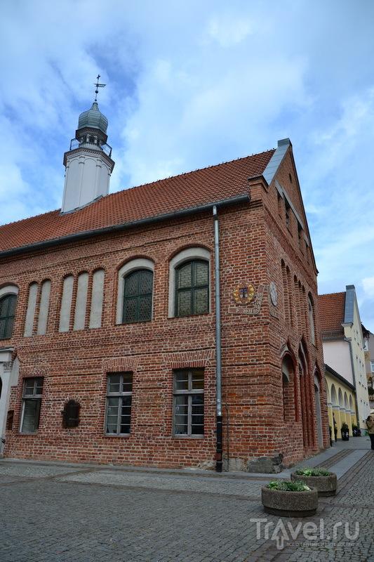 Здание Библиотеки с солнечными часами, Ольштын / Фото из Польши