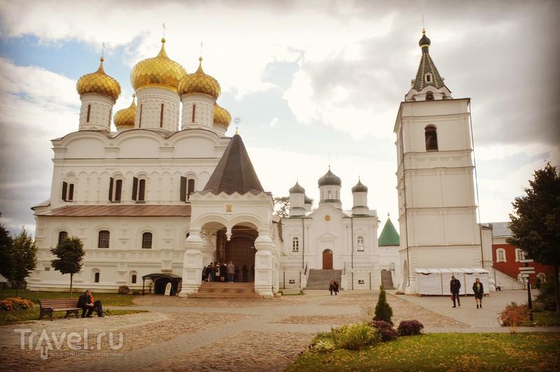 Кострома: Свято-Троицкий Ипатьевский монастырь / Россия