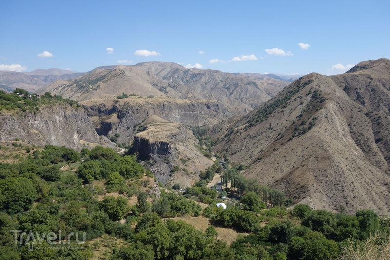 Языческий Гарни, христианский Гегард, ущелье Гарни / Армения