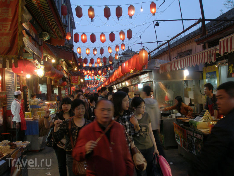 Пекин: ночной рынок Дунхуамэнь / Китай