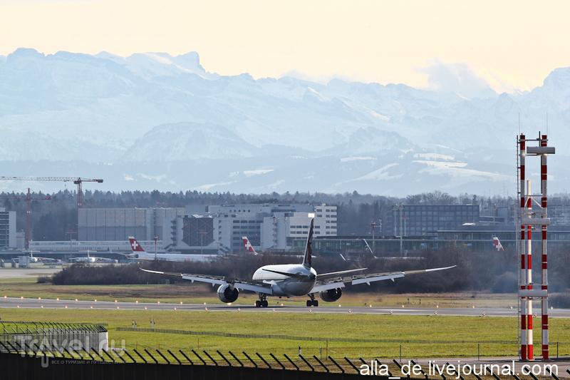 По дорожкам возле аэропорта Цюриха / Швейцария