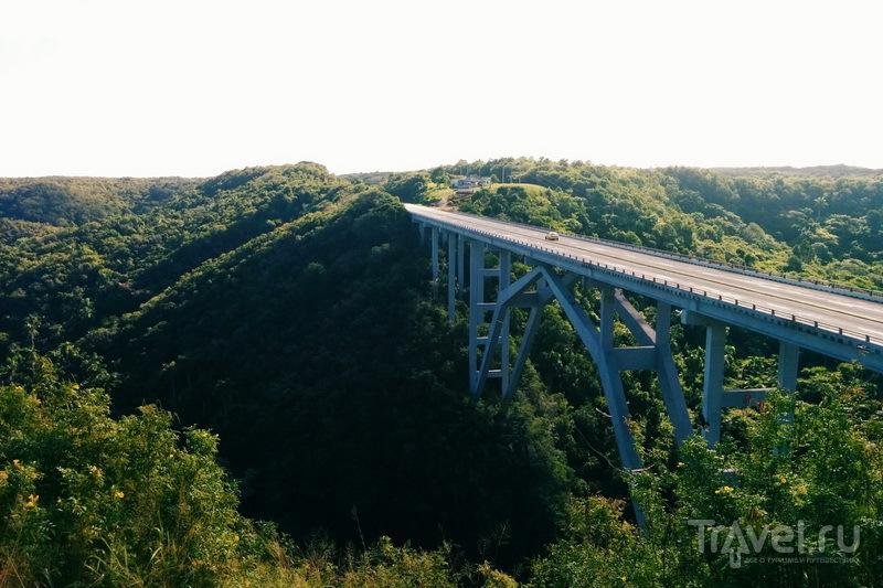 Мост Бакунаягуа через долину Юмури