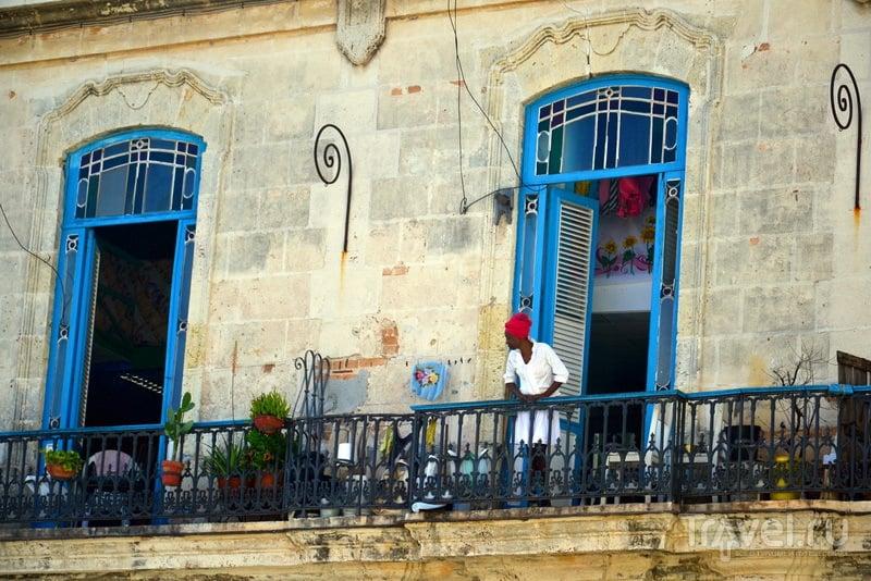 Кубинка в старинном районе Гаваны