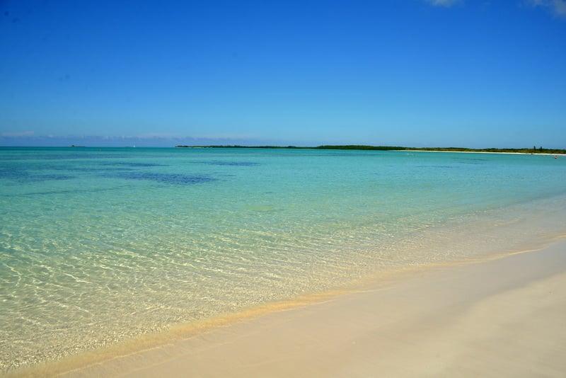 Берег острова Кайо Энсеначос