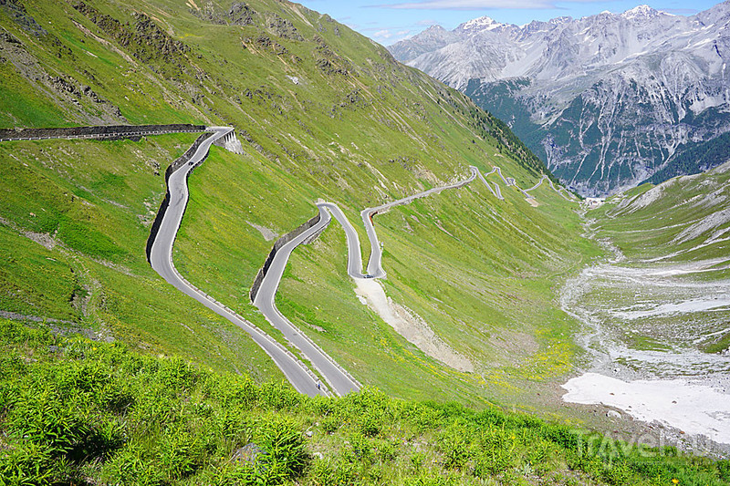 Штурмуем горный перевал на автомобиле / Фото из Италии