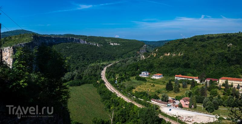 Пещера Проходна, или глаза Господа / Фото из Болгарии