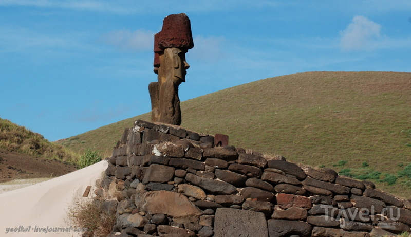 Остров Пасхи. Пляж Анакена, Аху Нау Нау и Аху Акиви / Фото из Чили
