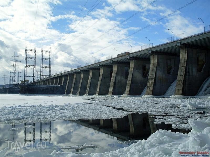 Водосливная плотина / Россия