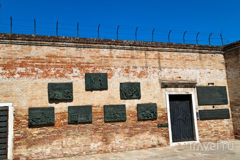 Мемориал в память о жертвах холокоста / Италия