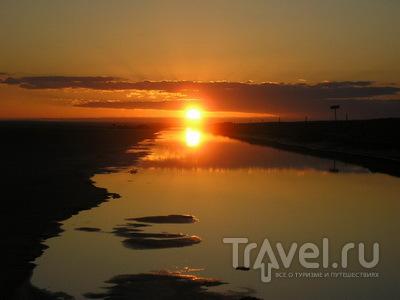 Рассвет над соляным озером Шотт-эль-Джерид / Тунис